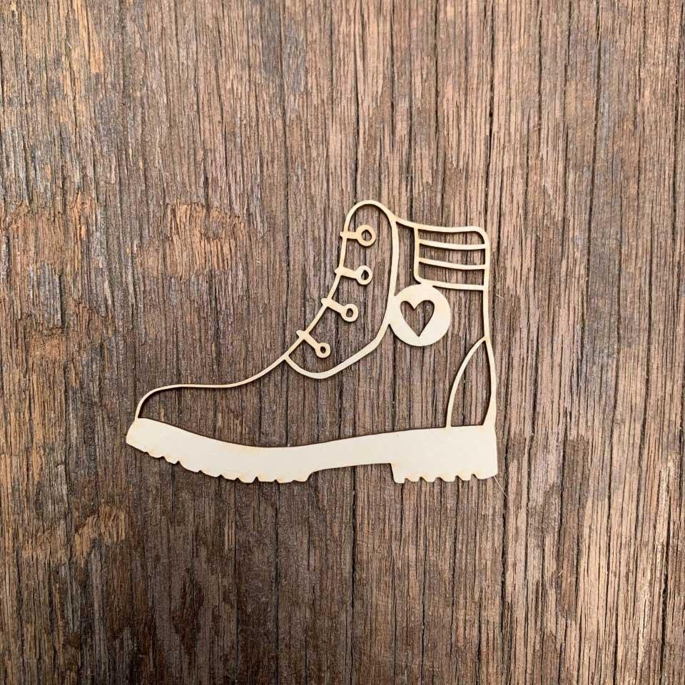 Carton-bois-bottes-de-randonnée