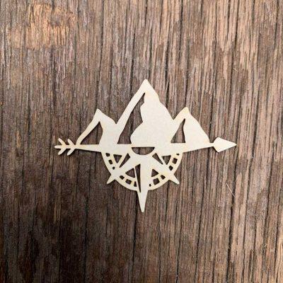 Carton-bois-boussole-chaîne-de-montagne