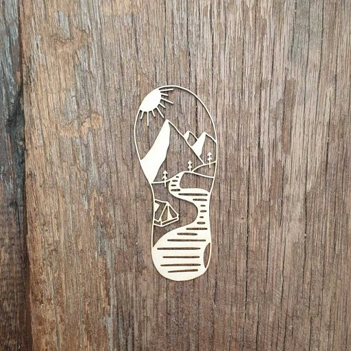 Carton-bois-chaussures-de-randonnée-paysage-nature