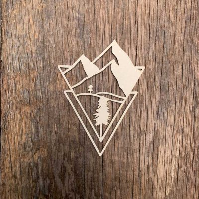 Carton-bois-triangle-graphique-montagne